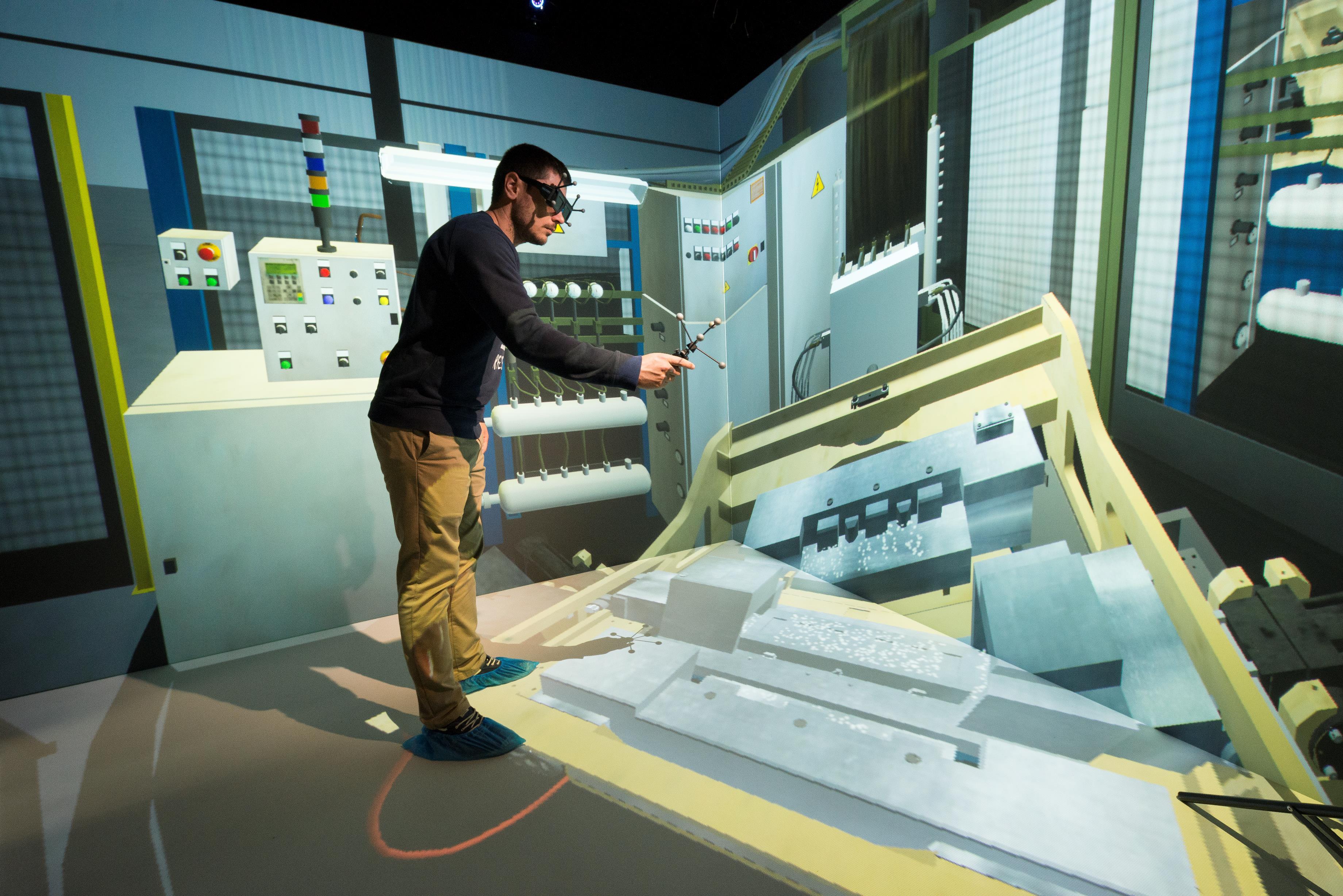 Modular Virtual Reality CAVE for Heudiasyc Laboratory