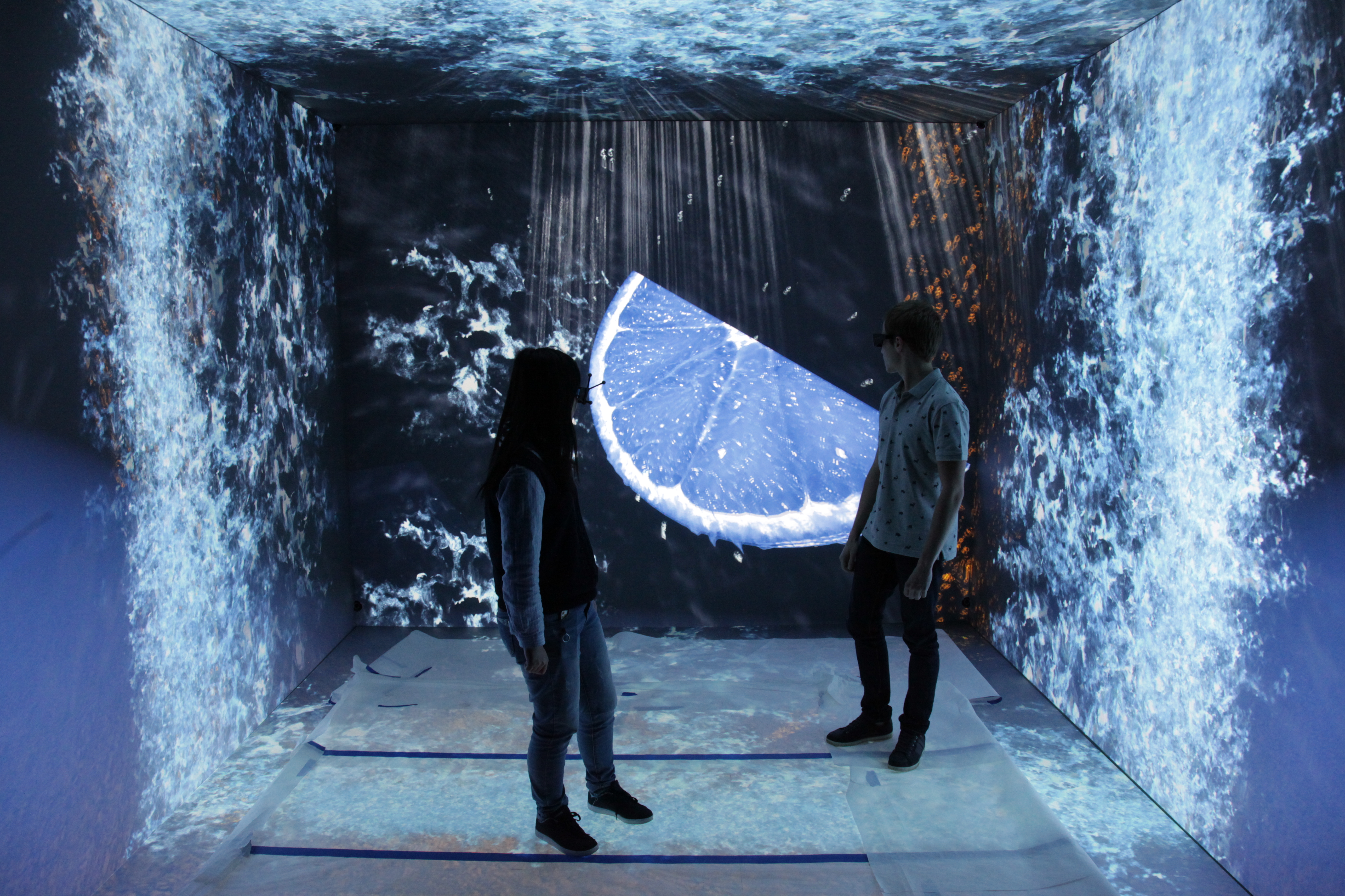 VR CAVE-Blue-Lemon Virtual Immersion Room at French Engineering School